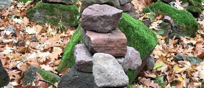 Steinmänchen im Wald